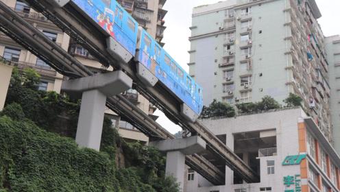 中国唯一轻轨穿楼奇景,重庆李子坝站空中列车穿楼而过,闻名中外