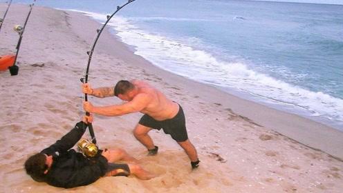 池塘大鱼疯狂咬钩,费九牛二虎之力拉上来一看,老外傻眼了!