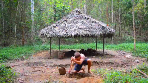 丛林小哥这项技能太牛了,用泥巴制作的砖头,又美观又结实