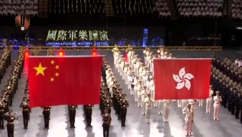 泪目!解放军驻港部队发布护旗短片:22年,我们一直和国旗同框