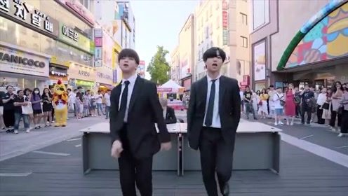 韩国小哥街头热情翻跳!真的slay全场了,不愧是爱豆练习生的国家