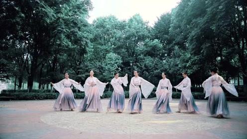 萨顶顶的《不染》与中国舞是绝配!小姐姐们飘逸灵动的舞姿,真的美不胜收