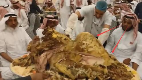 迪拜土豪请客吃饭,居然就点一个菜,看清是啥后瞬间无语