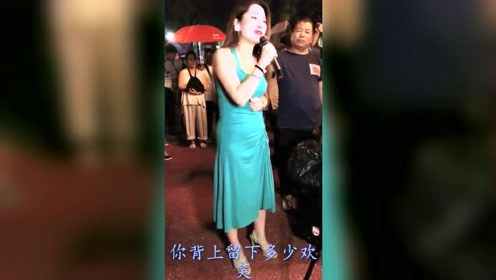 美女直播唱《万爱千恩》,把自己唱哭了,每次听都是热泪盈眶!