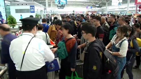 中秋铁路:西安局集团公司增加218列车满足旅客出行需求