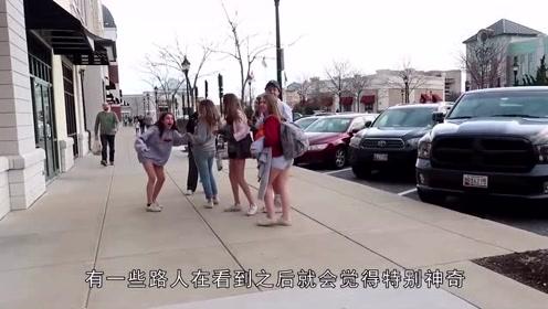 """国外美女""""人体彩绘""""出门,走在人群中,网友:活久见"""