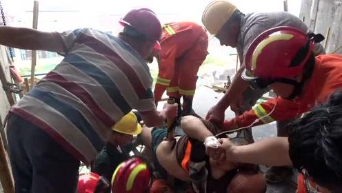 揪心!一建筑工人不慎坠落,一根钢管刺穿身体!