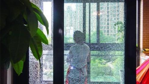 要小心!这磨砂玻璃一键变透明,啥都被看见了!