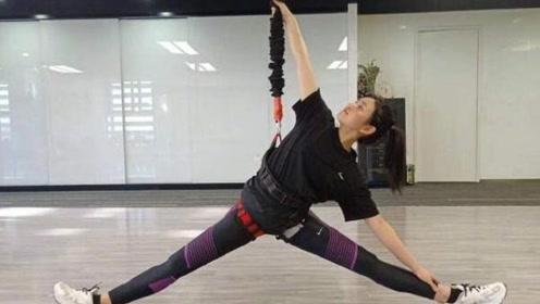 陈妍希做空中瑜伽劈叉柔韧度好 坦言非想证明什么