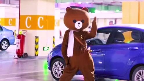 网红熊超强尬舞时刻,没点才艺在身,还真不好意思穿这套熊衣服
