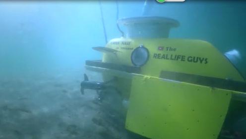 2个浴缸做成的潜水艇,小伙直接拉到湖边测试,下水后结果太真实