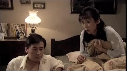 孤男寡女为了不共处一室,假装吵架分开,结果女的真气出心脏病