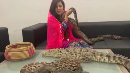 巴基斯坦女歌手耍蛇恐吓莫迪,结果摊上官司