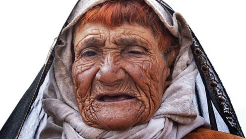 电脑高手把92岁老奶奶,还原成20岁的模样,没想到是个美女