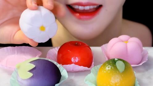 妹子买来超漂亮的水果点心,造型可爱,看着她吃好想咬一口!