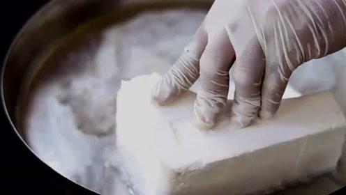 能将泡沫溶解的液体,老外却用它来洗手实验,结果出现神奇的现象