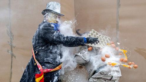 """西班牙最""""浪费""""面粉节:民众互扔面粉和鸡蛋,扔的越多越开心!"""