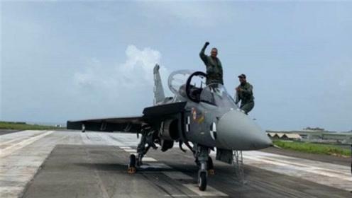"""光辉战机拦阻降落成功,印度表示超越歼-10,实则还是""""陪衬"""""""
