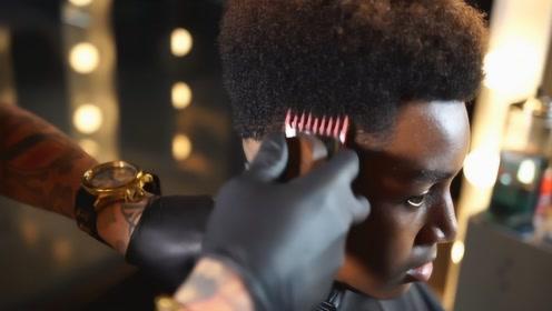 世界上最贵的理发师,剪一次头发最少6万,看他理发就是一种享受
