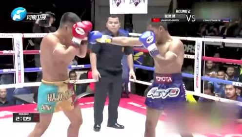这位泰国选手的腿法有点厉害 张岚沛一时竟被压制