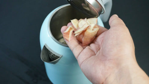 烧水壶底部全是水垢?学个简单除垢窍门,3分钟水垢自动溶解
