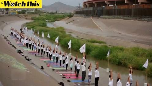 美墨边境惊现大型瑜伽课:希望这里以后无国界无高墙