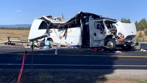 美国一辆载中国游客的客车发生车祸 致至少4人死12重伤