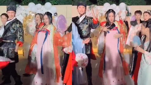 钟丽缇庆49岁生日,与丈夫女儿劲歌热舞,却手捂小腹显突起大肚
