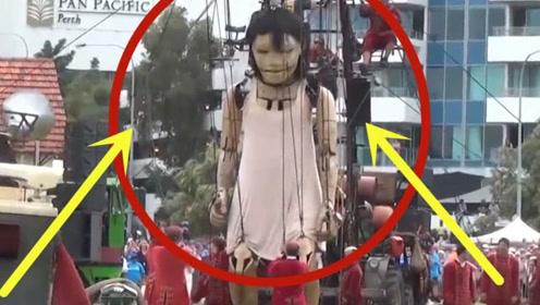 巨人女孩出现在国外街头身高超过11米 围观人群仿佛小矮人