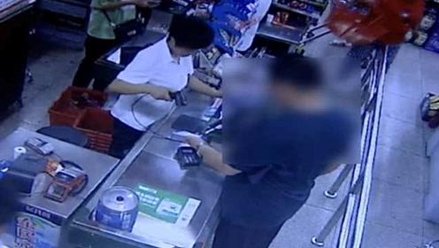 男子捡手机立马带女伴买戒指,月薪8千因盗刷2900被刑拘