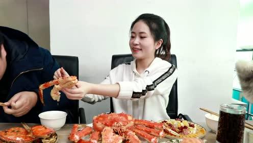灯罩螃蟹宴,点亮办公室美食之光