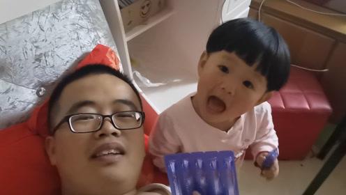 2岁的孩子忽悠爸爸,告诉爸爸宝宝喝的是牛奶,我信你个鬼!