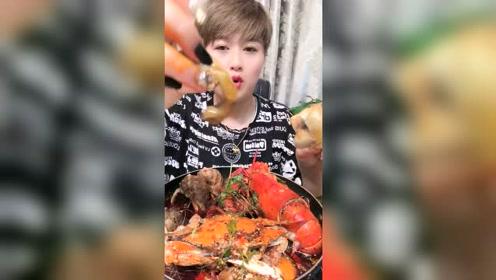 大海螺吃一个!苦胆和肝脏一定要去掉啊!蘸点辣椒更馋人了