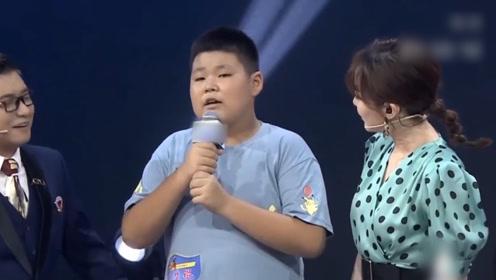 母子同台表演,身为儿子的表现不尽人意