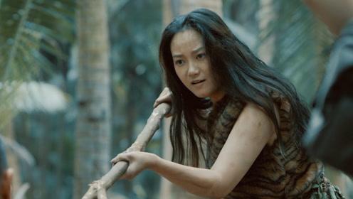 无人荒岛命悬一线,丛林女野人用藤蔓冒充铁线虫吓退巨型螳螂!