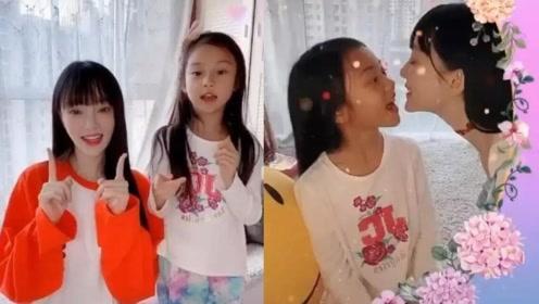 李小璐甜馨对嘴自拍,甜馨化着淡妆,和妈妈长得超像