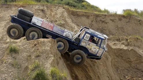 国外8x8越野卡车有多猛?60度山坡4轮悬空直接一跃而下