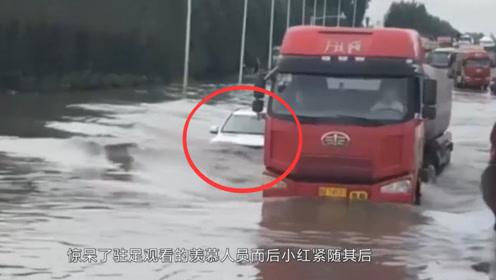 国产哈弗h9就是牛,水都没过车前盖了,还能开得这么猛!