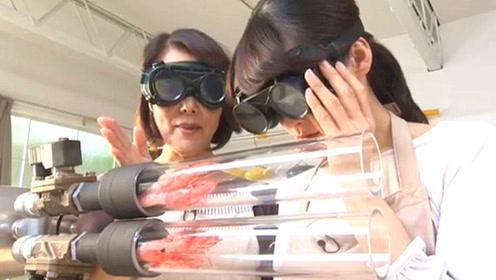 """日本家庭主妇,研究如何3秒""""炸虾"""",做饭还得戴护目镜!"""