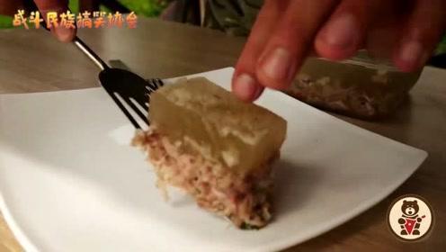 没有处理猪皮的麻烦步骤 俄罗斯小哥做出的肉冻照样很完美