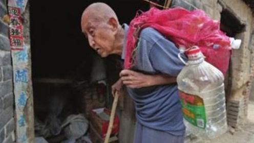97岁拾荒老人含泪找到政府,报上自己身份后,惊动军方