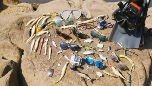 国外潜水员,在水底搜寻到各种物品,每一个职业都值得尊敬
