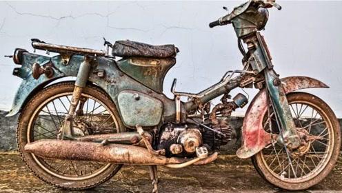 大叔买下一台1990年摩托车,拆卸零件翻新后,结果赚大了