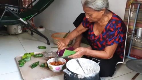 """大妈家门口卖""""绿色""""小吃,2块1份,食客:有妈妈的味道!"""