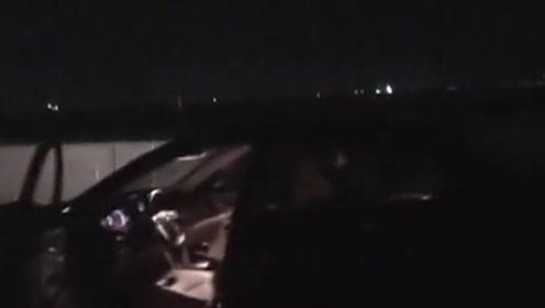 """高速上午夜惊现""""幽灵车""""驾驶座没司机,车门还时开时关"""