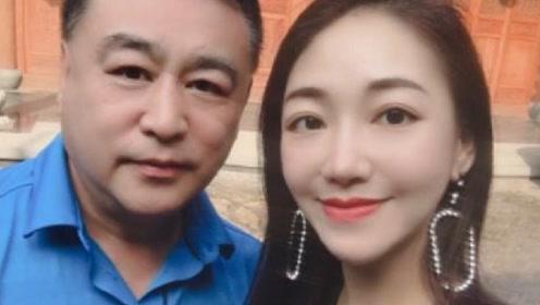 58岁张宏民近照曝光,精修后连皱纹都没有,单身的他精神十足
