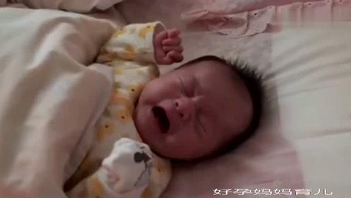 刚满月的小宝宝一盖被子就生气,把旁边的爸爸都逗乐了!