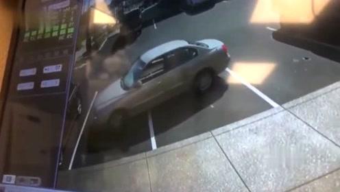"""把车开成这样,要不是监控拍下谁信!这司机真是个""""人才"""""""