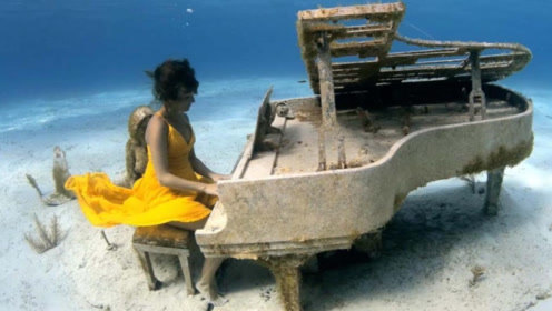 """男子潜水,意外发现水下""""美女在弹琴"""",画面太惊艳了!"""