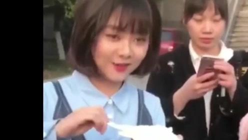 谭松韵吃蛋糕的样子,好可爱,好喜欢她的发型!